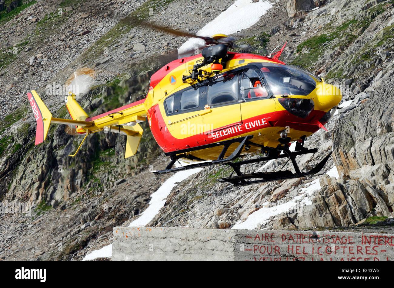 Un hélicoptère de sauvetage en montagne d'urgence française au refuge Albert Premier, dans les Photo Stock