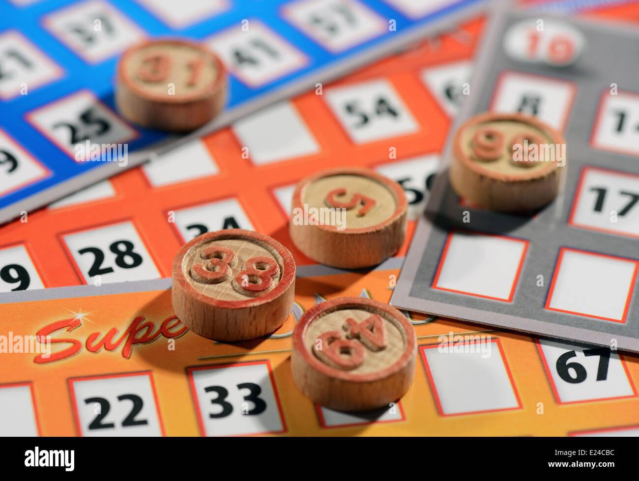 Des cartes de bingo et des numéros Photo Stock