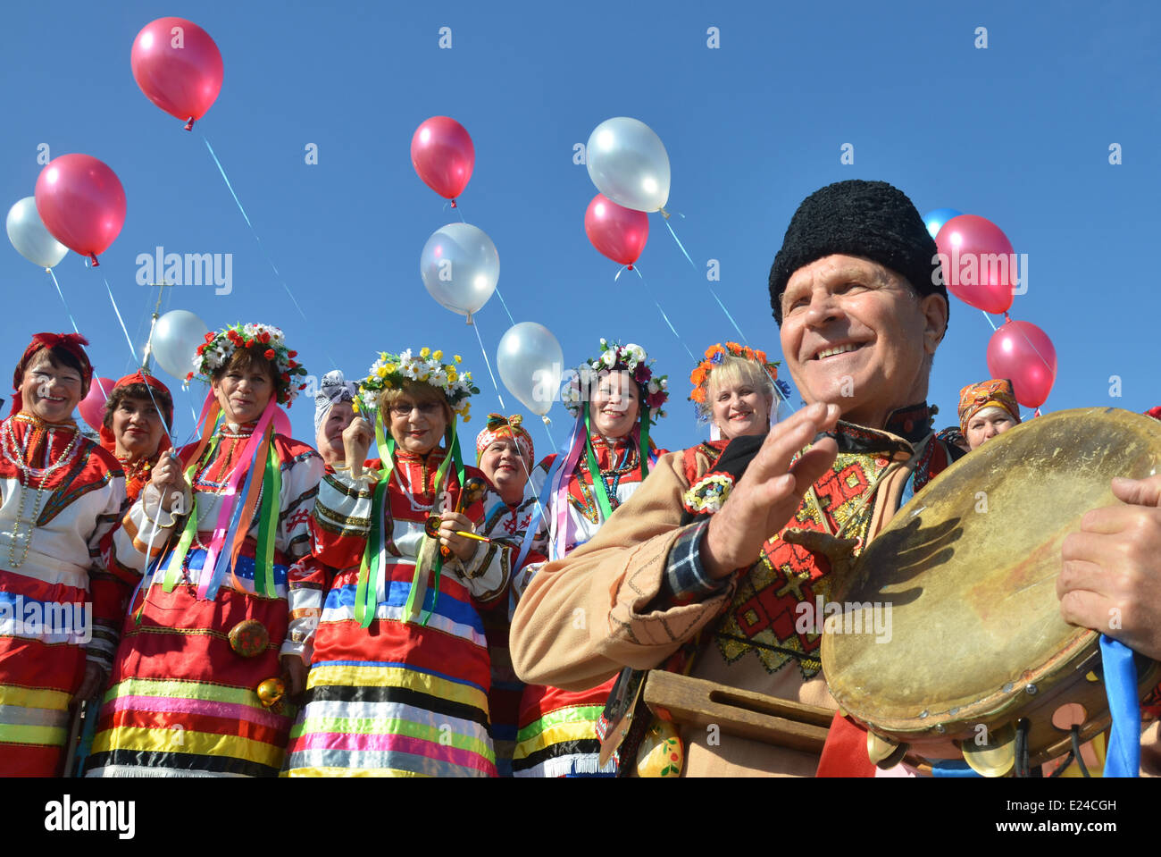Costumes folkloriques ukrainiennes Banque D'Images