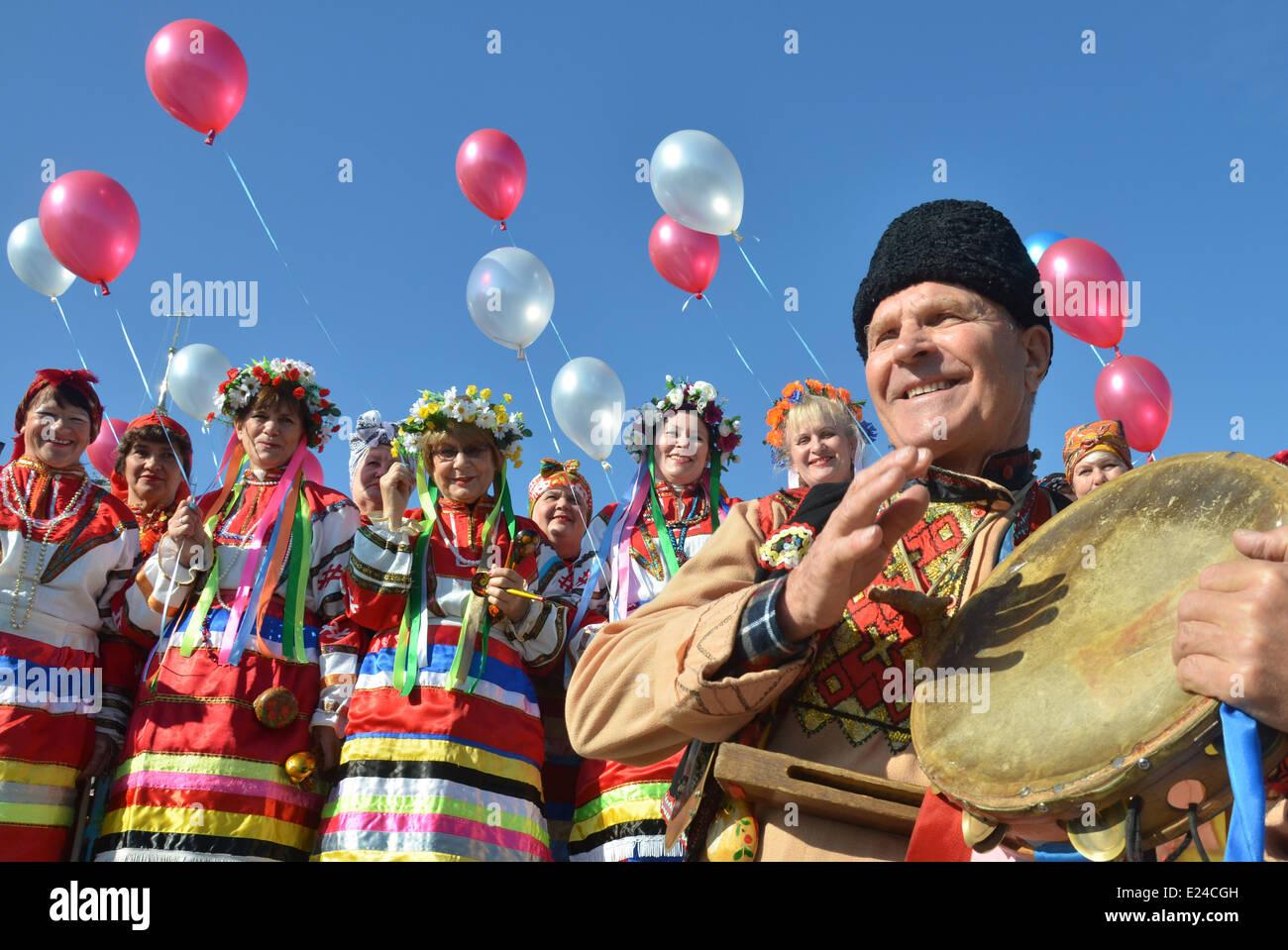 Costumes folkloriques ukrainiennes Photo Stock