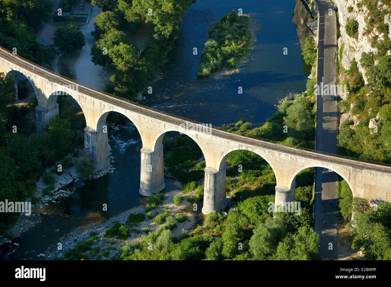 La France, l'Ardèche, Vogue, étiqueté Les Plus Beaux Villages de France, pont au-dessus de la Photo Stock