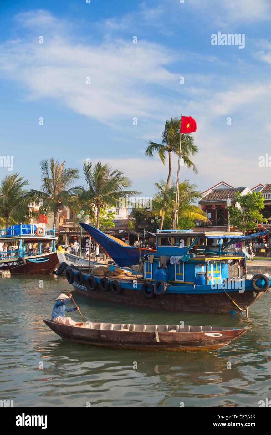 Bateaux sur la rivière Thu Bon, Hoi An (Site du patrimoine mondial de l'UNESCO), Quang Jambon, Vietnam Photo Stock