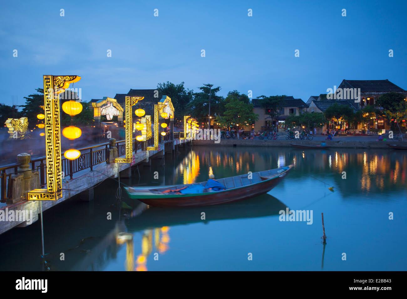 Pont sur la rivière Thu Bon au crépuscule, Hoi An (Site du patrimoine mondial de l'UNESCO), Quang Photo Stock