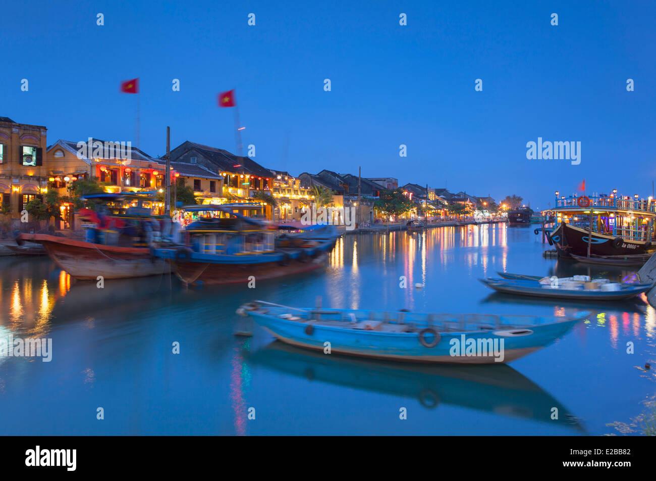 Bateaux sur la rivière Thu Bon au crépuscule, Hoi An (Site du patrimoine mondial de l'UNESCO), Quang Photo Stock