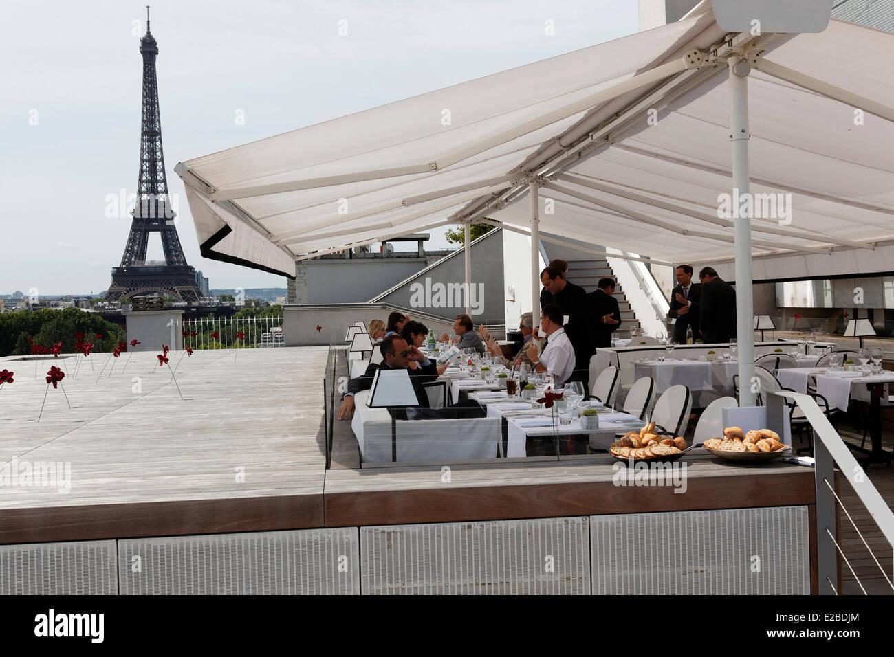 France paris lhôtel plaza athenee terrasse montaigne a la maison blanche