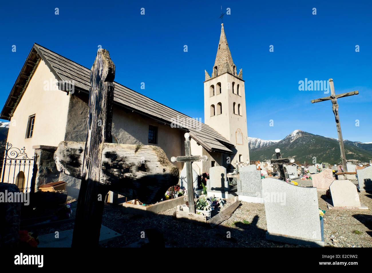 France, Hautes Alpes, Puy Saint Pierre, l'église et le cimetière Photo Stock