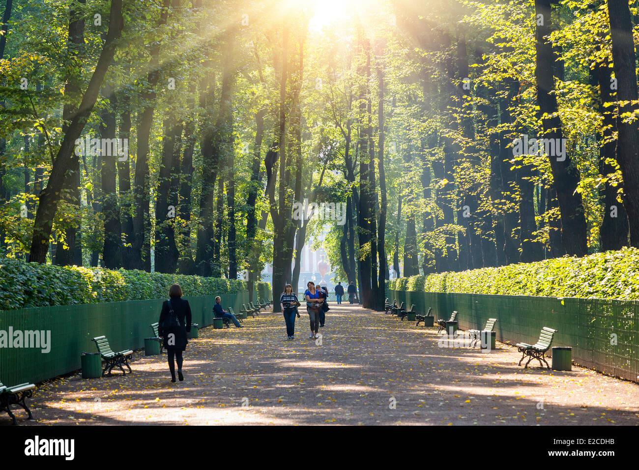 La Russie, Saint-Pétersbourg, inscrite au Patrimoine Mondial de l'UNESCO, le jardin d'été Photo Stock