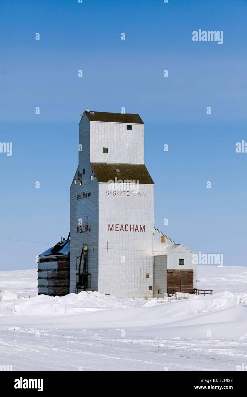 Le Canada, de la Saskatchewan, région rurale en hiver, le village de Meacham, élévateur à grain Photo Stock