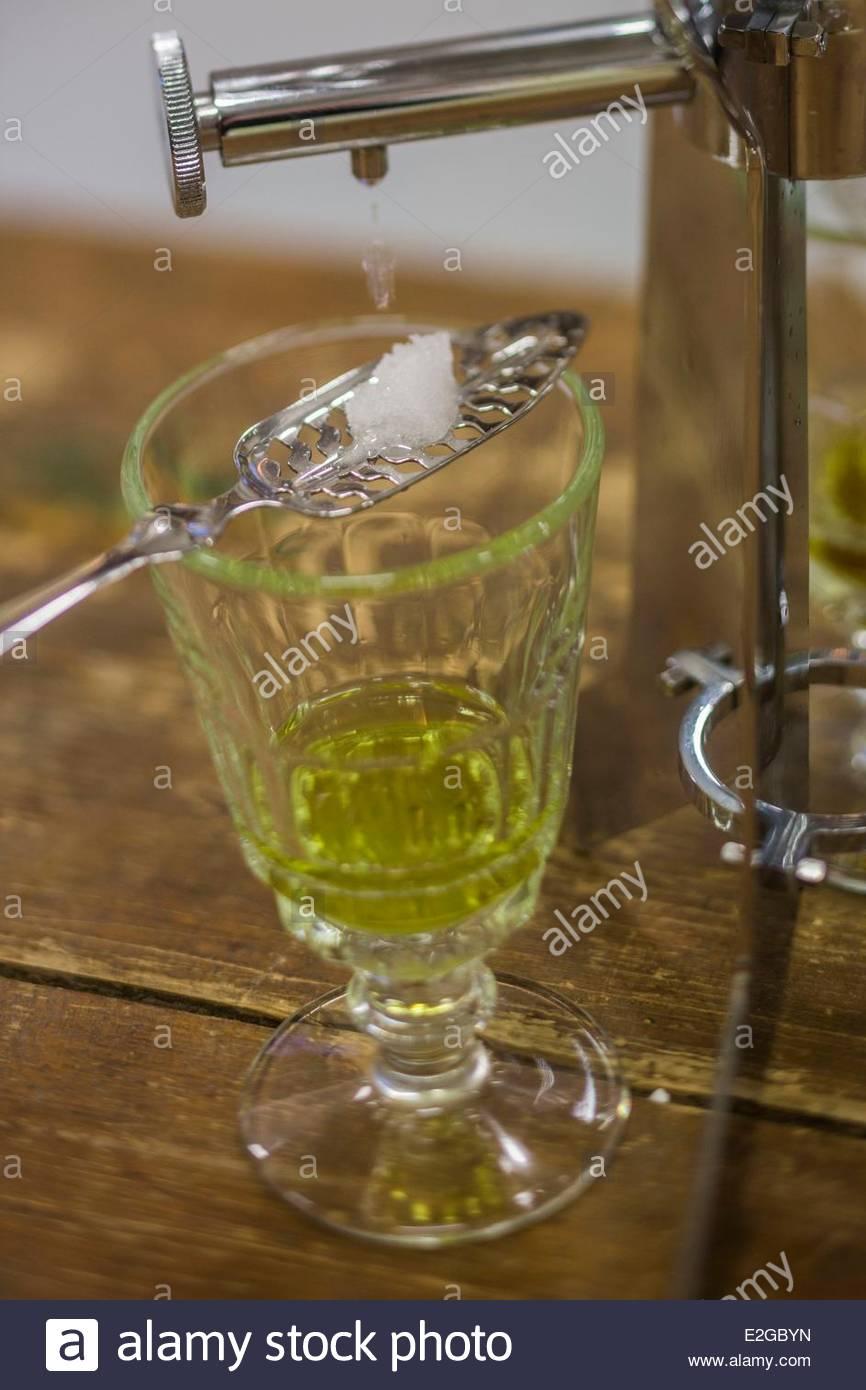 France Doubs La Cluse et Mijoux fils distillerie Emile Pernot Absinthe Service Photo Stock