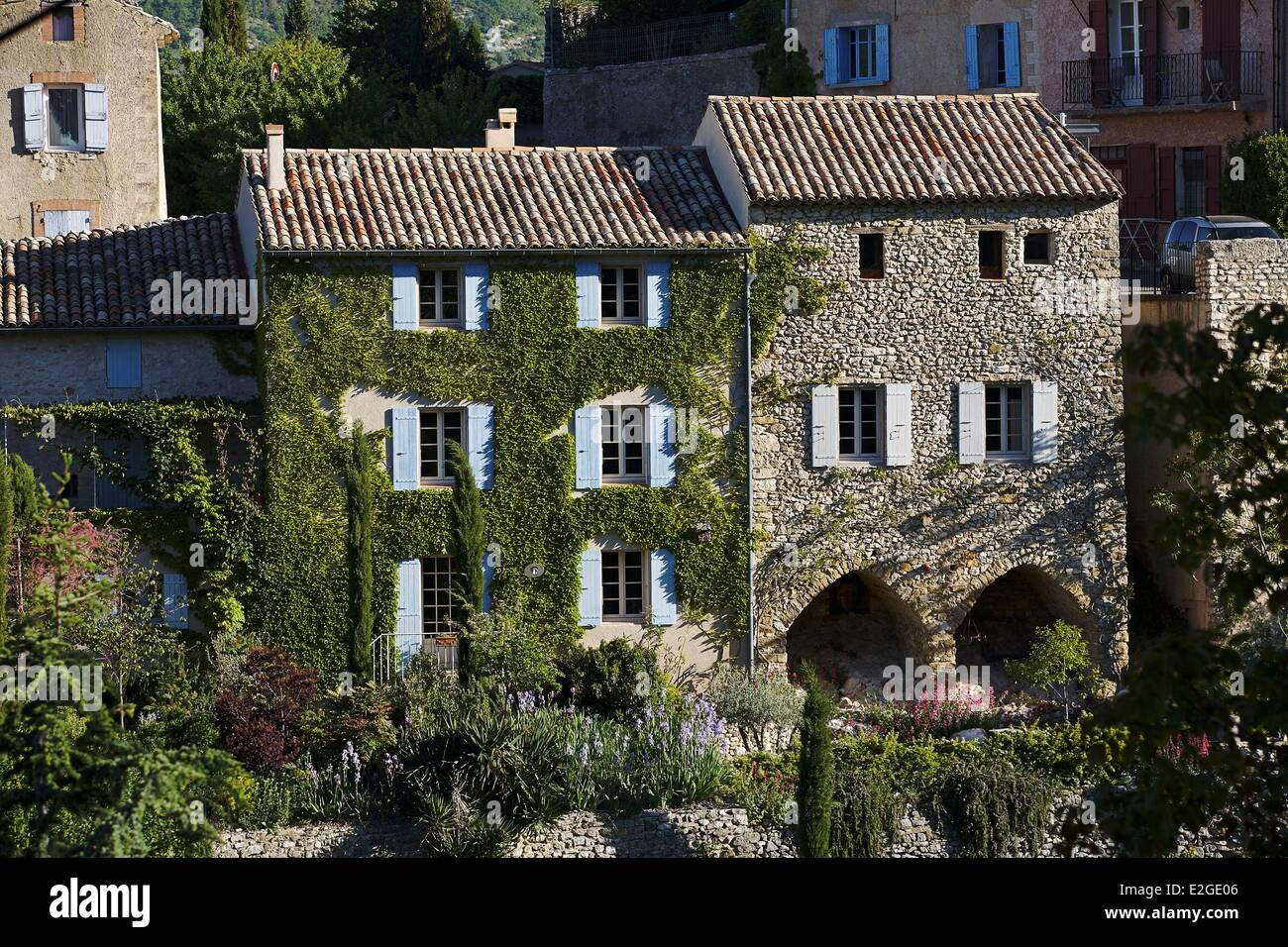 France Vaucluse Aurel maisons traditionnelles en hauteur Banque D'Images