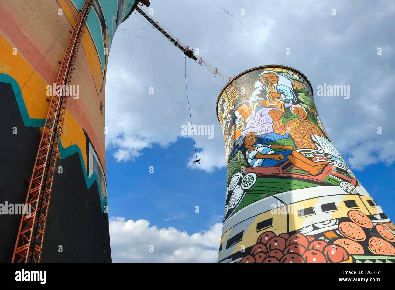 L'Afrique du Sud la province de Gauteng Johannesburg Orlando Towers donnant sur région d'Orlando de Photo Stock