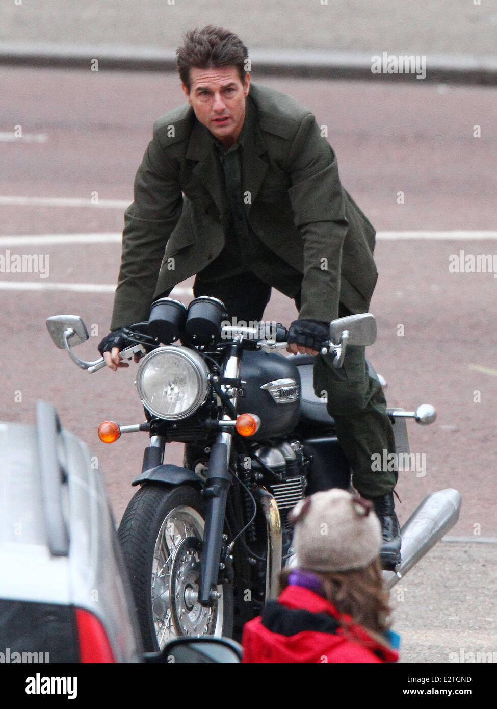 Tom Cruise Se Déplace Sur Une Moto Triumph Sur Le Mall Lors Du