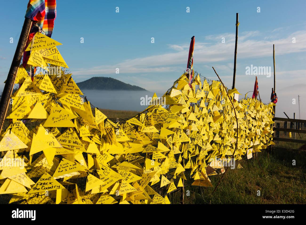 Clôture avec les gaz de charbon (CSG) de messages à la Bentley Camp. Photo Stock