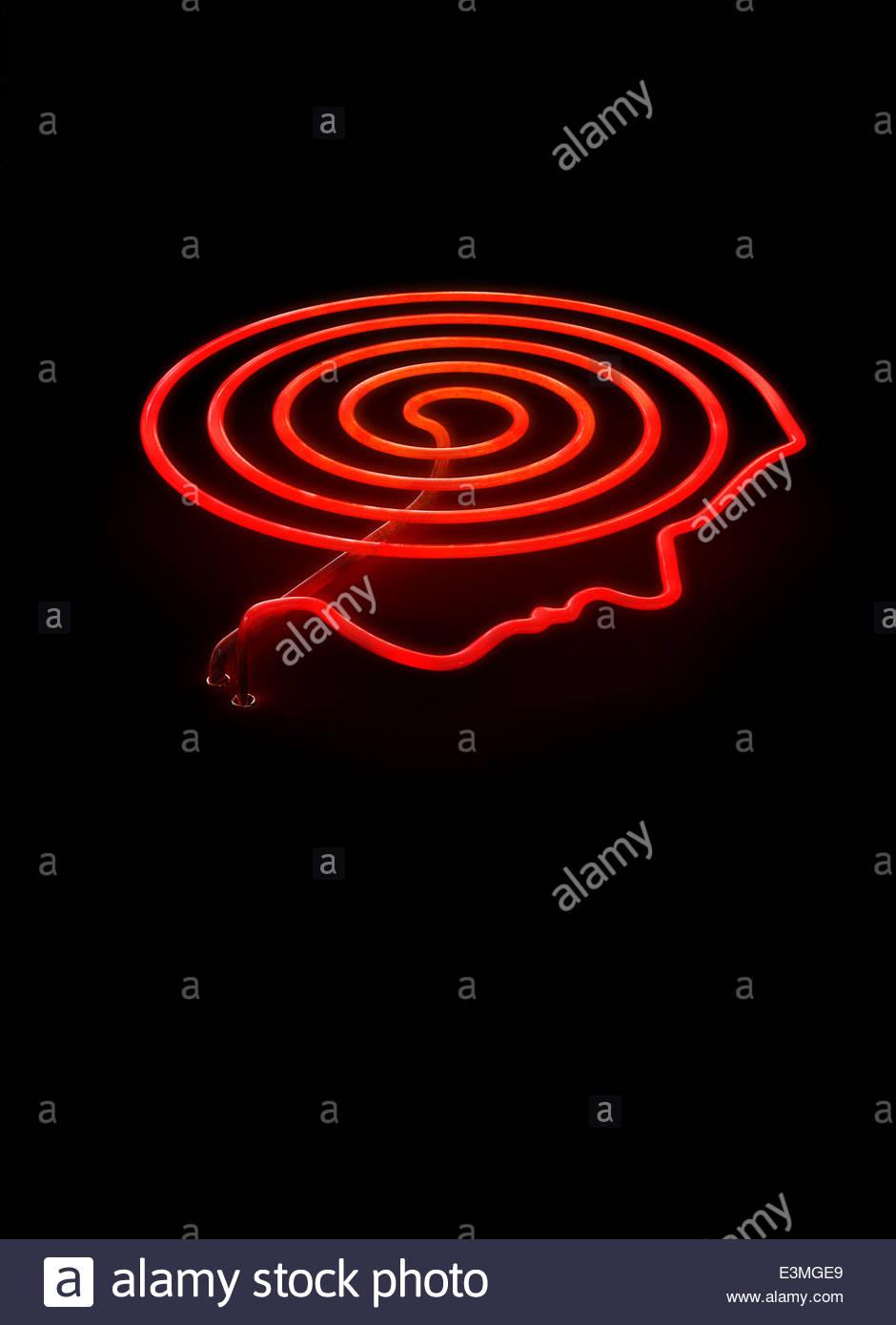 Cuisinière vitrocéramique chaude rouge brûleur avec contours à tête humaine Photo Stock