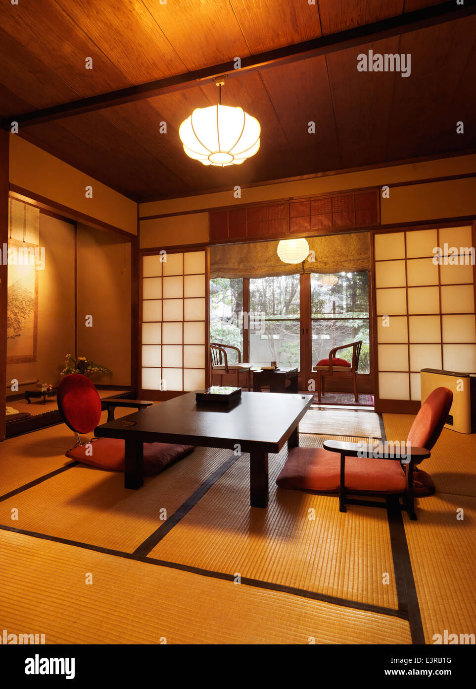 Chambre traditionnelle japonaise à l\'intérieur d\'un ryokan à Kyoto ...