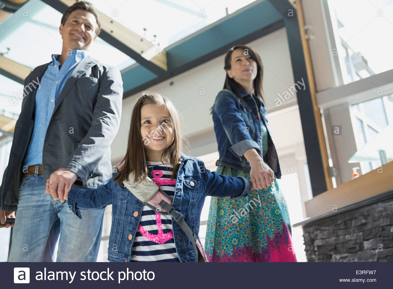 Fille de parents de premier in airport Photo Stock