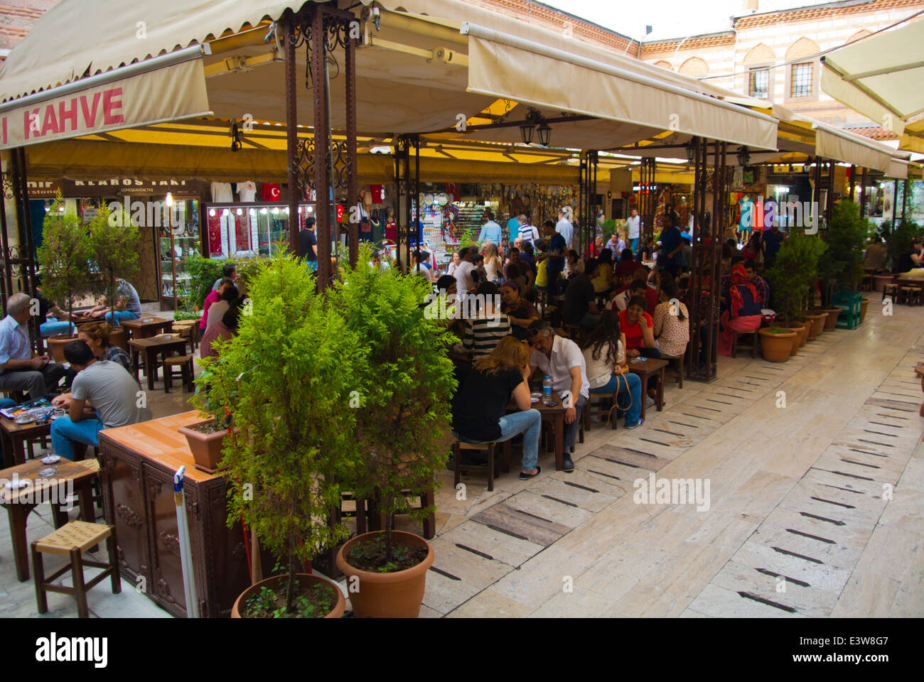 Terrasses, salon de thé bazar Kemeralti, central, Izmir, Turquie, Asie Mineure Photo Stock