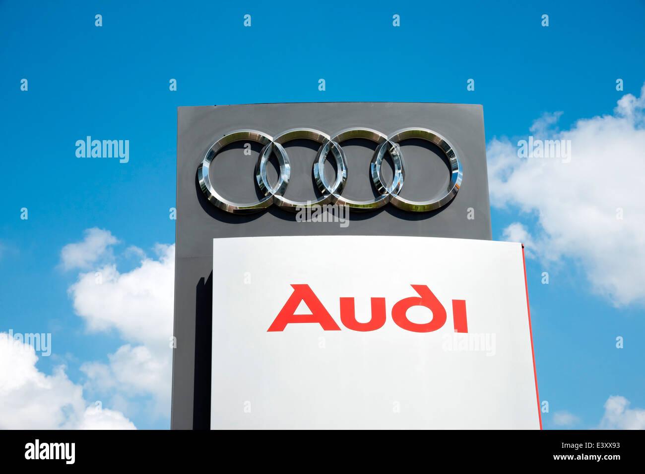 Concessionnaire automobile Audi signe, UK. Photo Stock