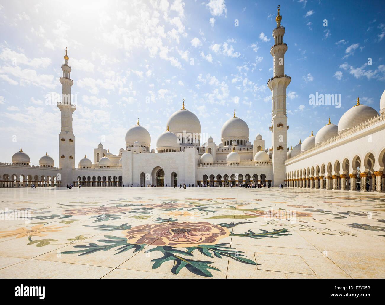 Arches ornées de la Grande Mosquée Sheikh Zayed, Abu Dhabi, Émirats Arabes Unis Photo Stock