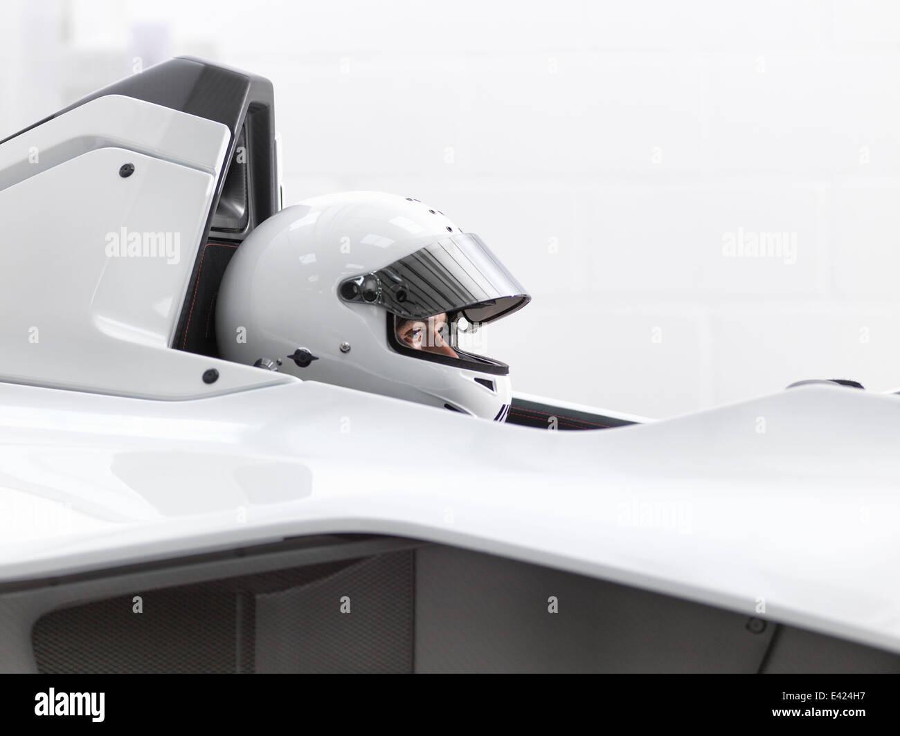Pilote d'essai dans un casque de supercar Photo Stock