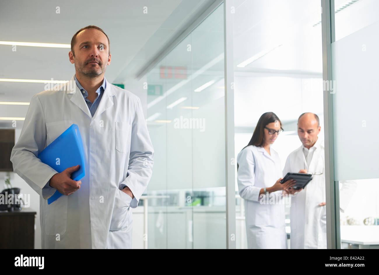 Les médecins au travail in office Banque D'Images