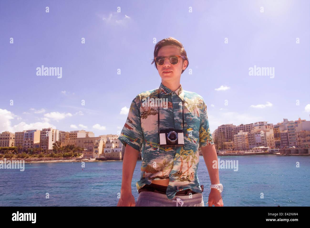 Portrait d'un homme avec un appareil photo, Ta' Xbiex harbour, Gzira, Malte Photo Stock