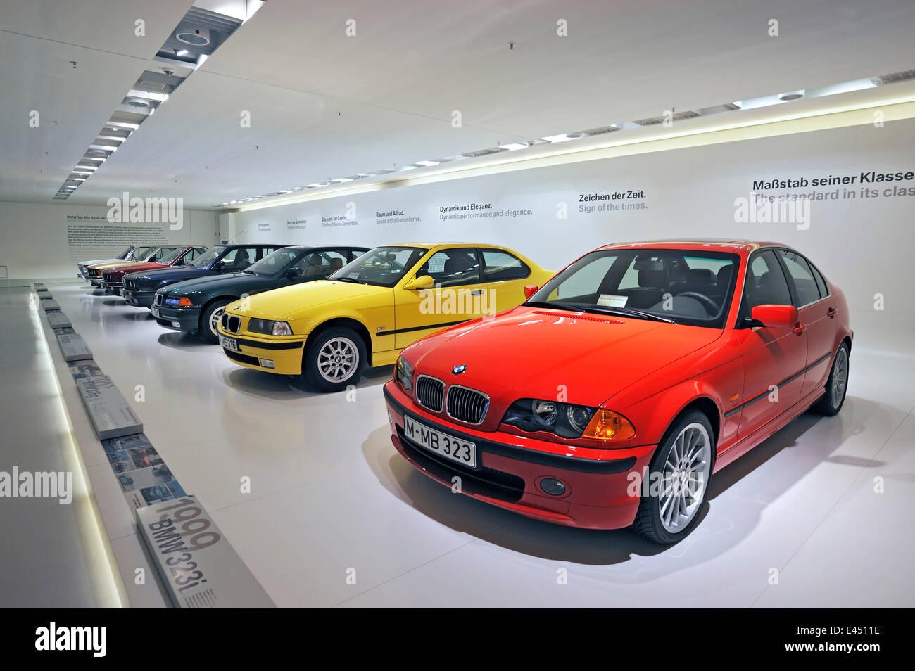 Vieux modèles BMW de Série 3, BMW Museum, Munich, Haute-Bavière, Bavière, Allemagne Photo Stock