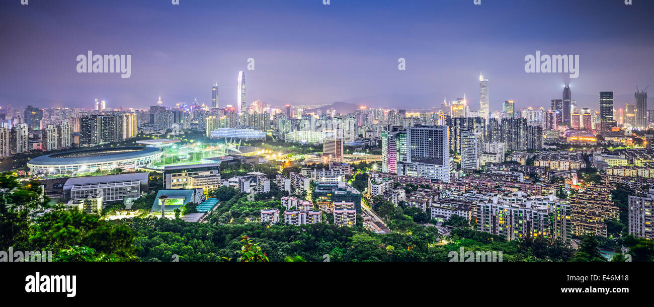 Shenzhen, Chine ville au crépuscule. Photo Stock
