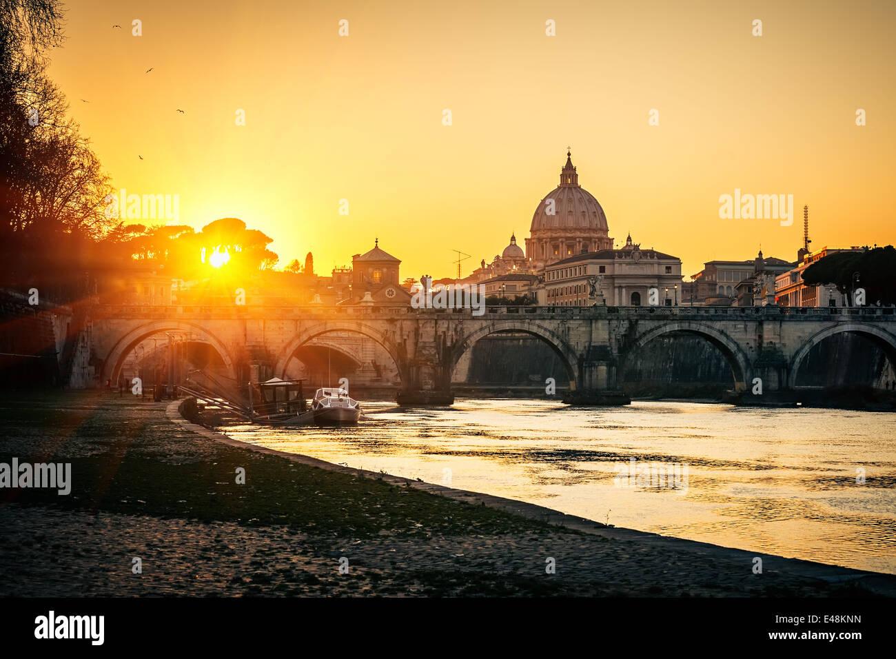 La cathédrale Saint-Pierre au coucher du soleil, Rome Photo Stock
