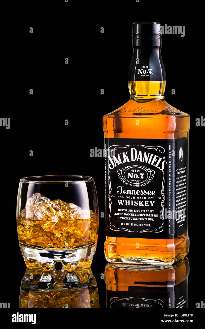 whisky bottle photos whisky bottle images alamy. Black Bedroom Furniture Sets. Home Design Ideas
