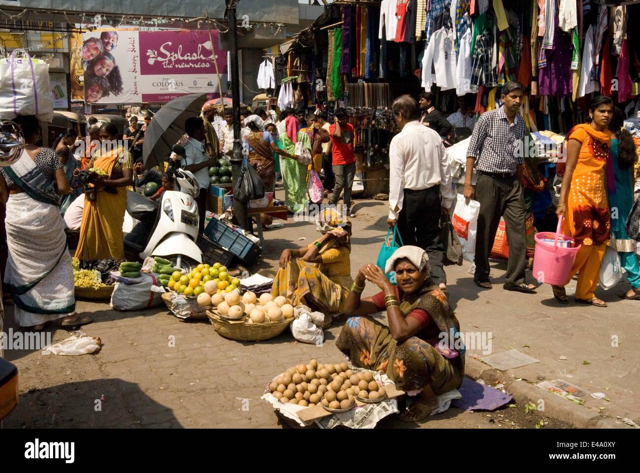 La rue du marché à Kalyan, dortoir ville de Mumbai, Inde, Asie Photo Stock