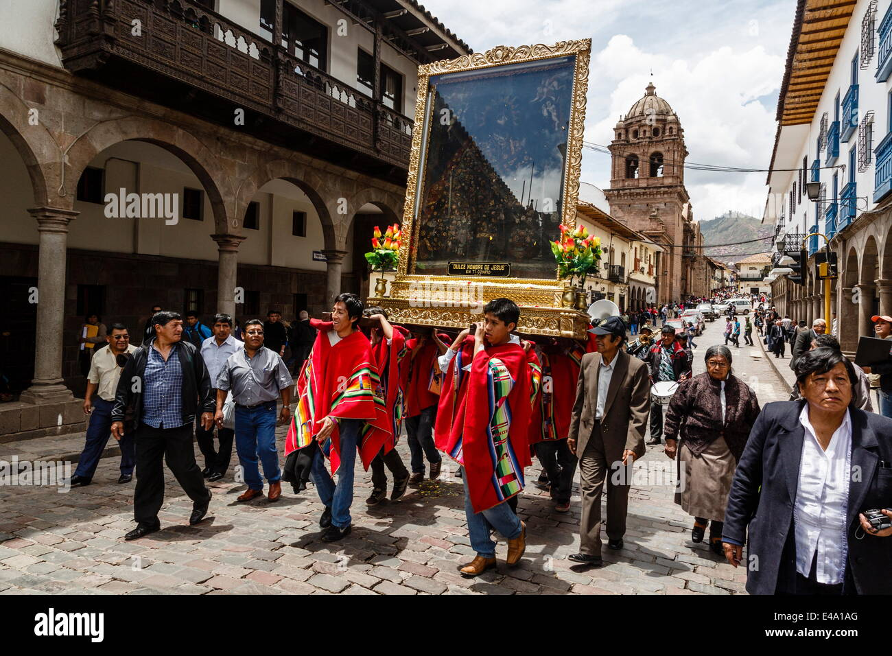 Une procession religieuse, Cuzco, Pérou, Amérique du Sud Photo Stock