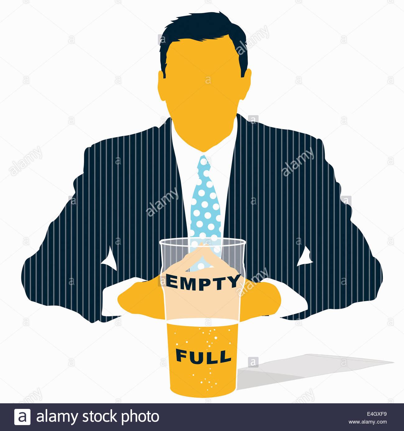 Businessman looking at verre à moitié vide à moitié plein Photo Stock