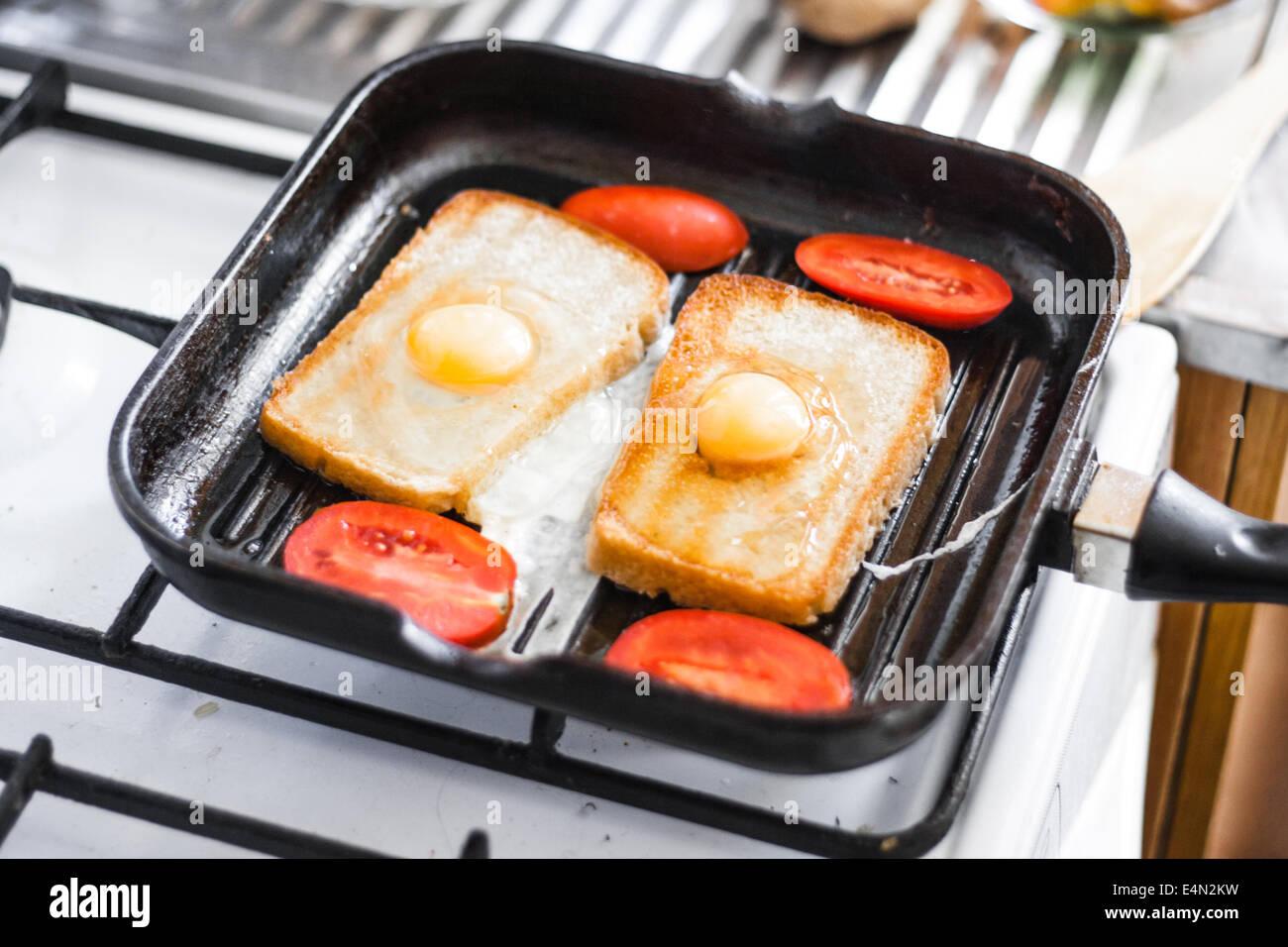 Œuf frit dans une poêle Photo Stock