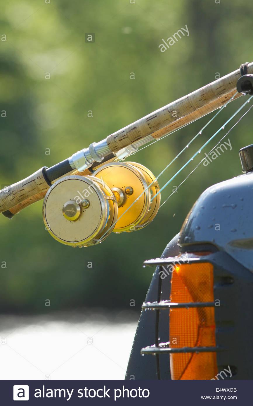 Des cannes à pêche sur une voiture, en Écosse Photo Stock