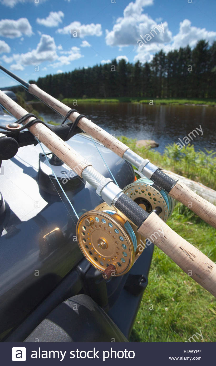 Deux cannes à pêche sur une voiture, en Écosse Photo Stock