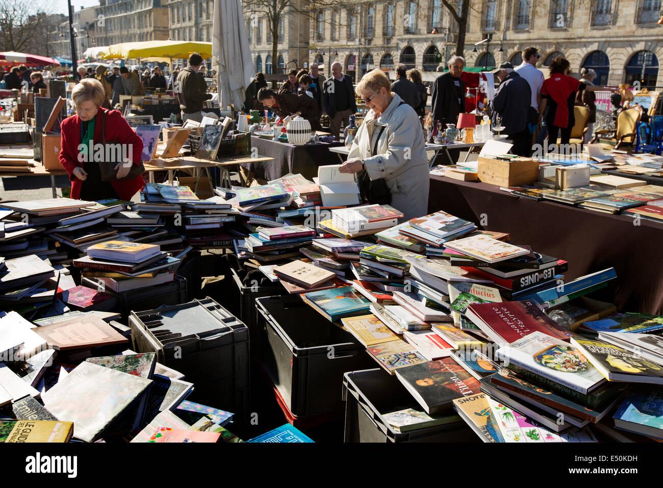 La rue du marché la vente de livres d'occasion Bordeaux France Photo Stock