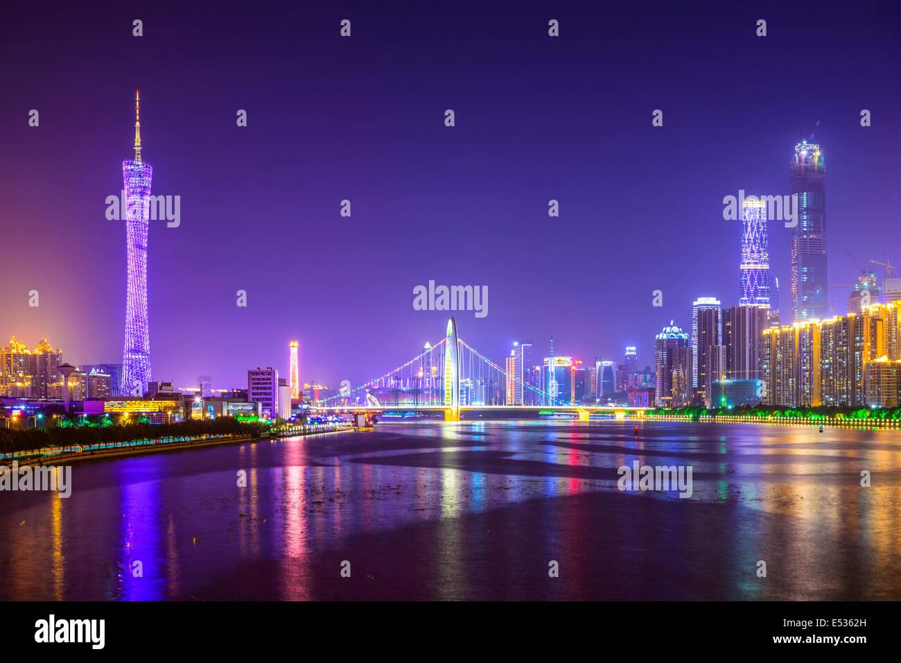 Guangzhou, Chine skyline sur la rivière des Perles. Banque D'Images
