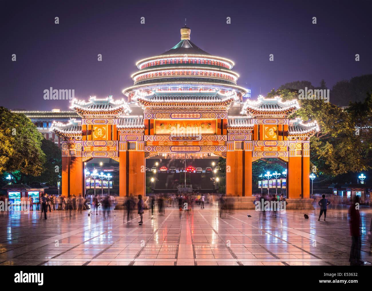 Chongqing, Chine au Grand Hall du Peuple et la Place du Peuple. Photo Stock