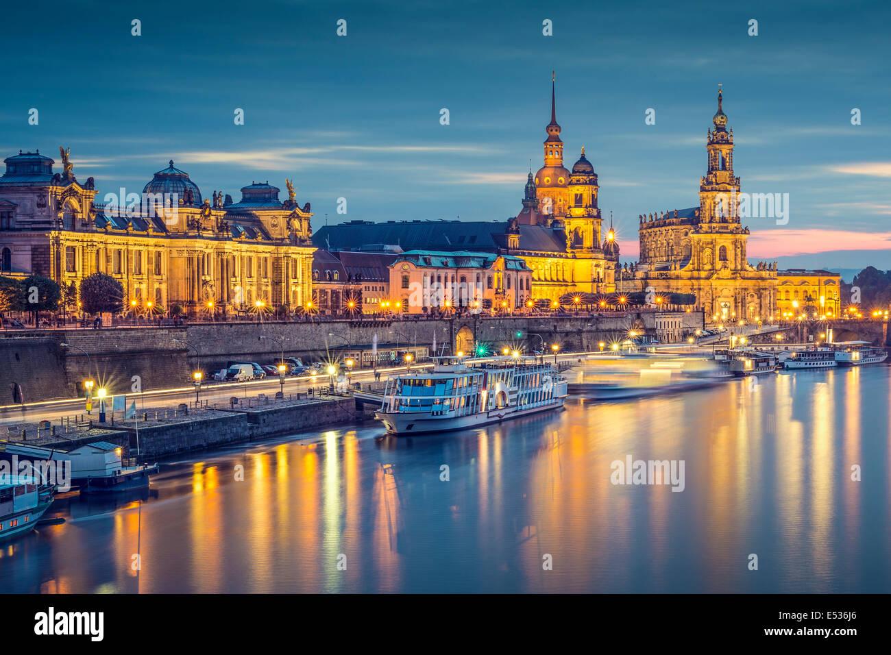 Dresde, Allemagne cityscape, sur l'Elbe. Photo Stock
