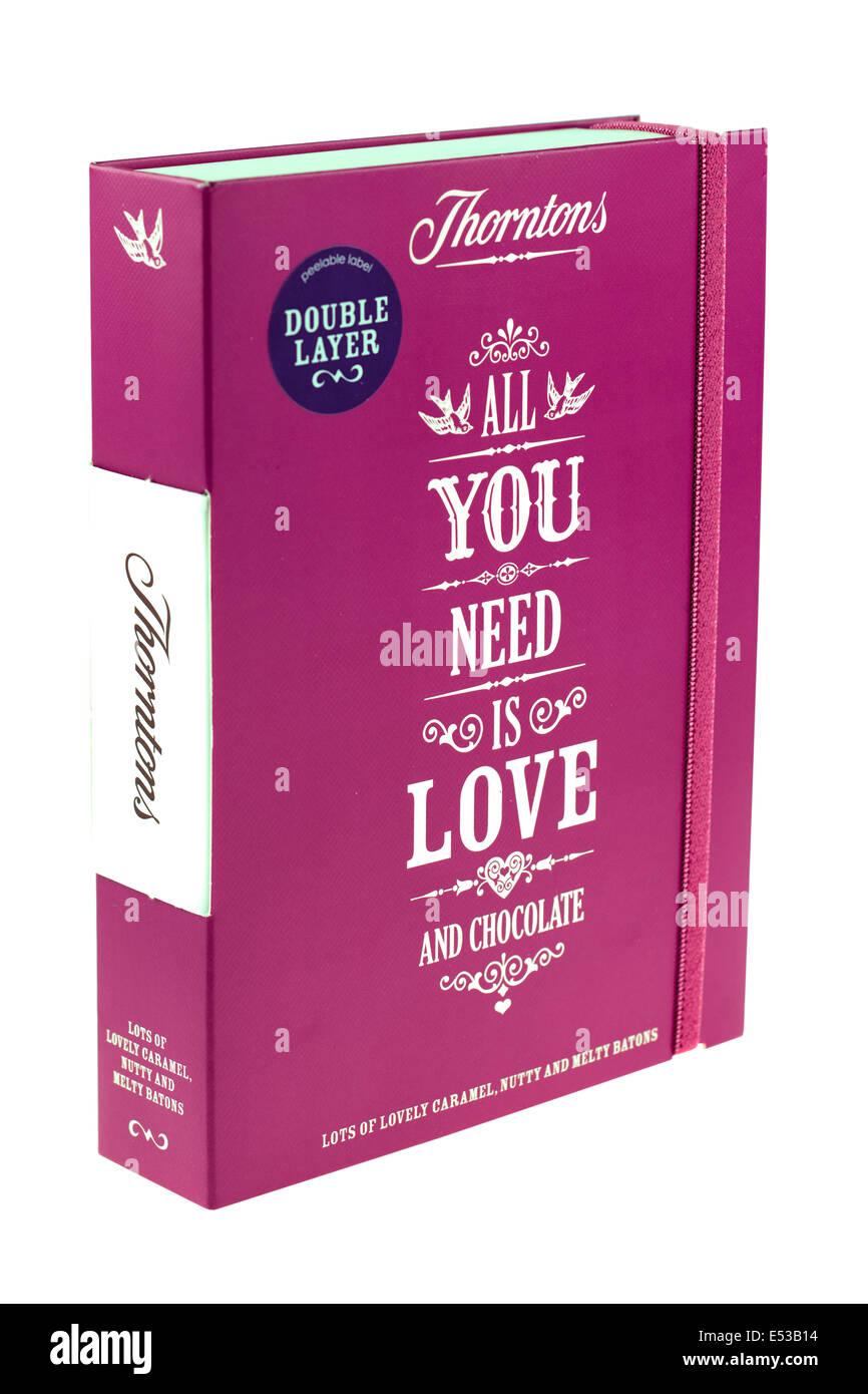 Double couche de Thorntons tout que vous avez besoin est amour chocolats mixtes Banque D'Images
