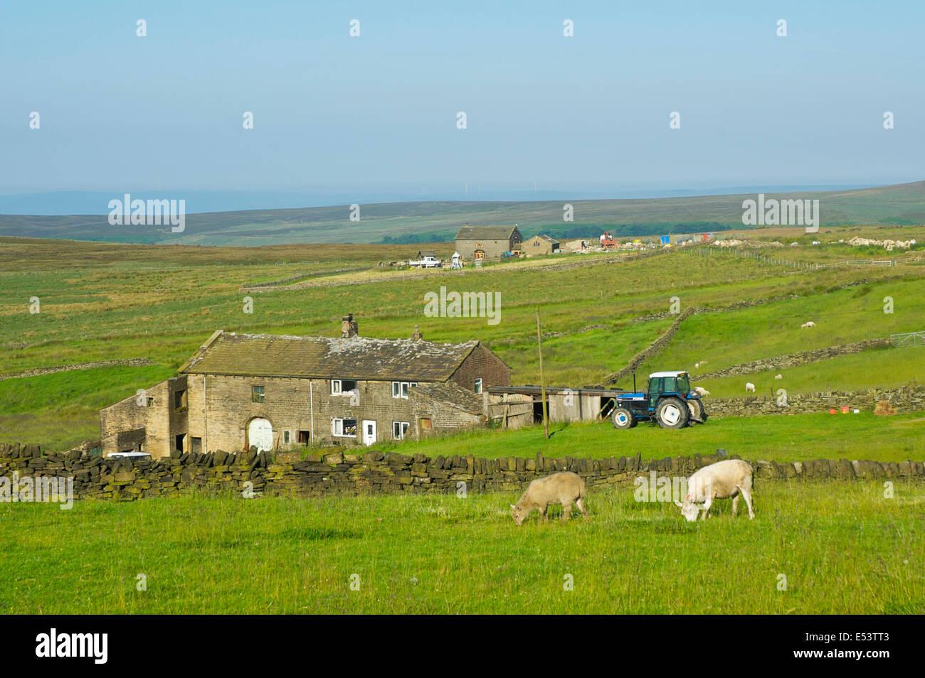 Wainstalls Pennine Hill Farms, près de Calderdale, South Pennines, West Yorkshire, England UK Photo Stock