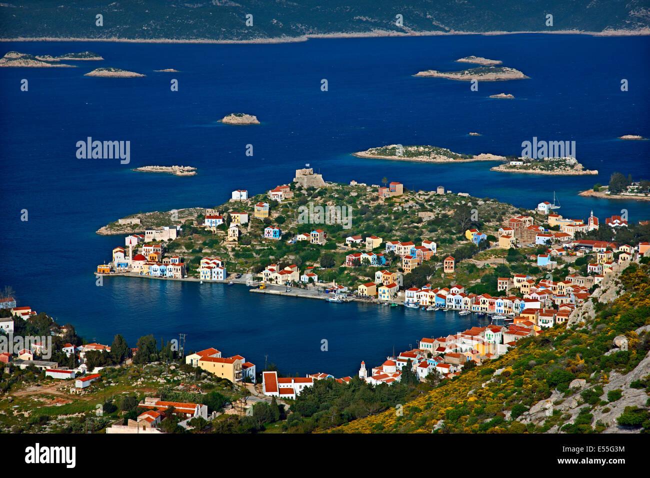 """Vue panoramique sur le pittoresque village de Kastellorizo (ou """"eghisti') island, îles du Dodécanèse, Grèce Banque D'Images"""