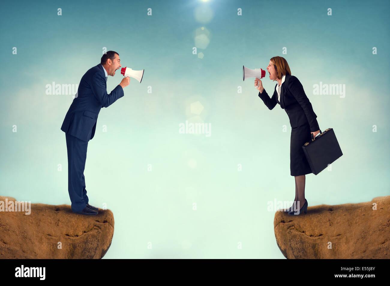 Concept d'affaires mégaphone conflit businessman and businesswoman Photo Stock