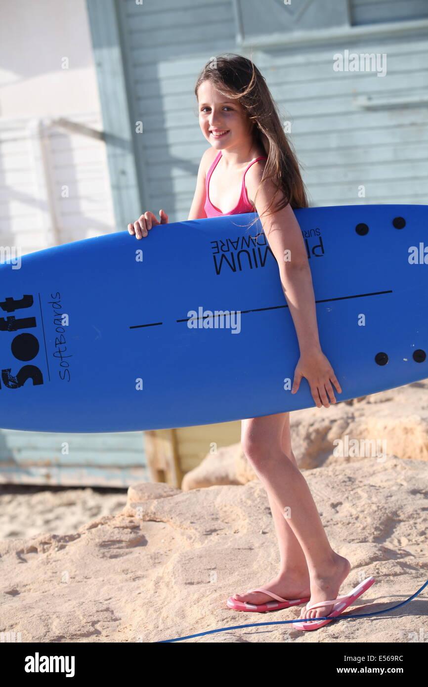 jeune fille de 12 ans sur la plage de banque d 39 images photo stock 72054176 alamy. Black Bedroom Furniture Sets. Home Design Ideas