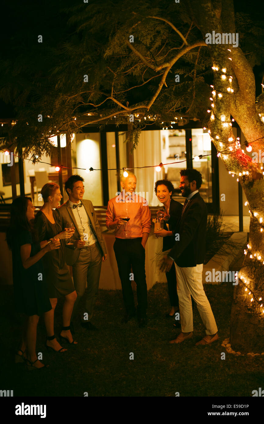 Amis parler at party Photo Stock