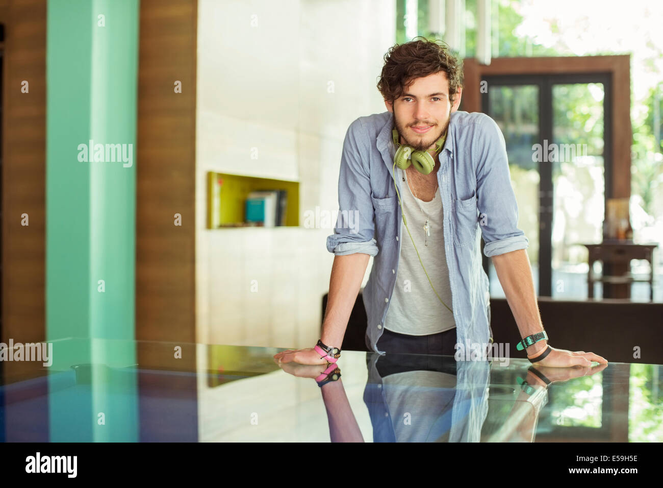 Man leaning on desk in office Photo Stock