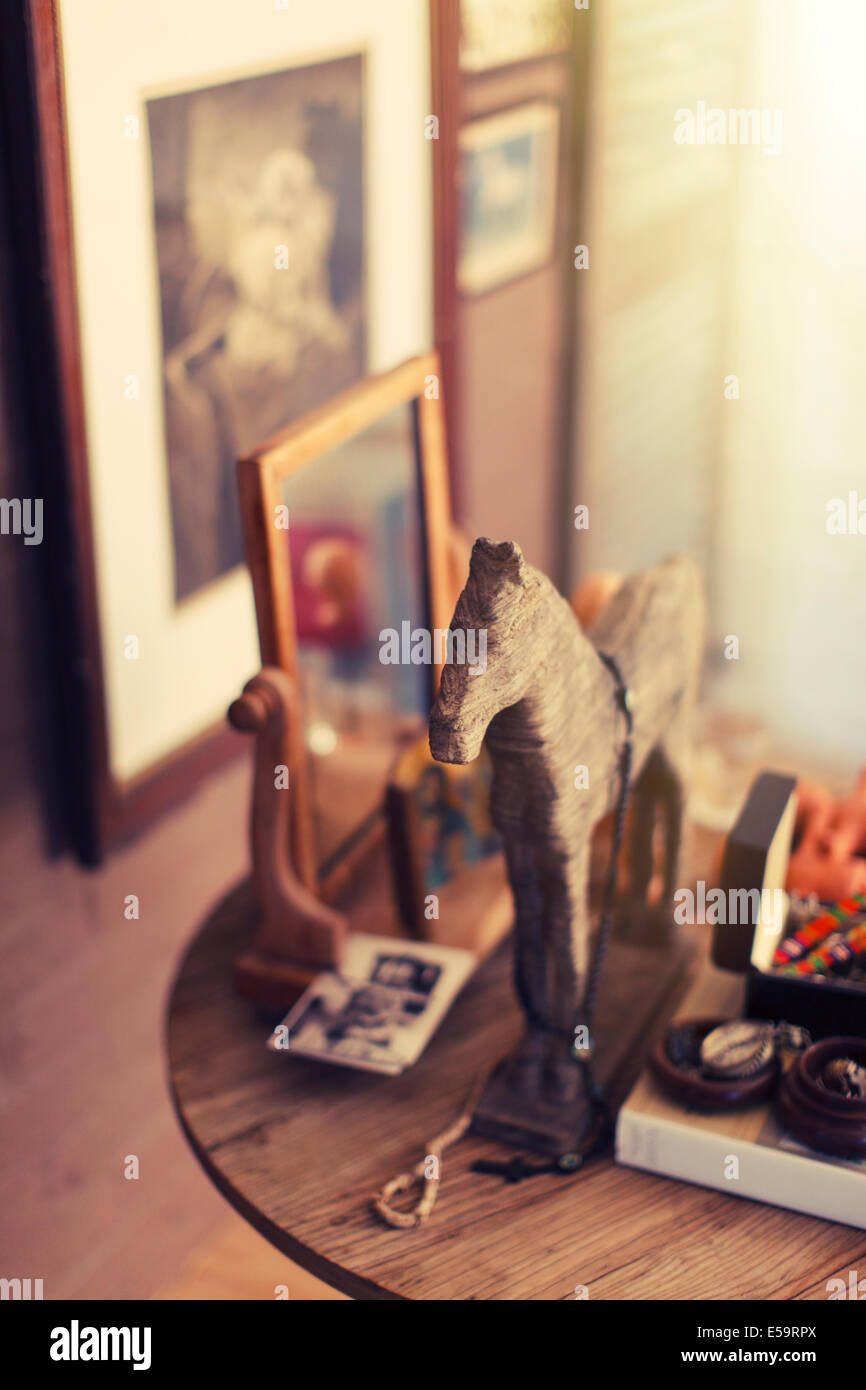 Close up de décorations sur side table Photo Stock