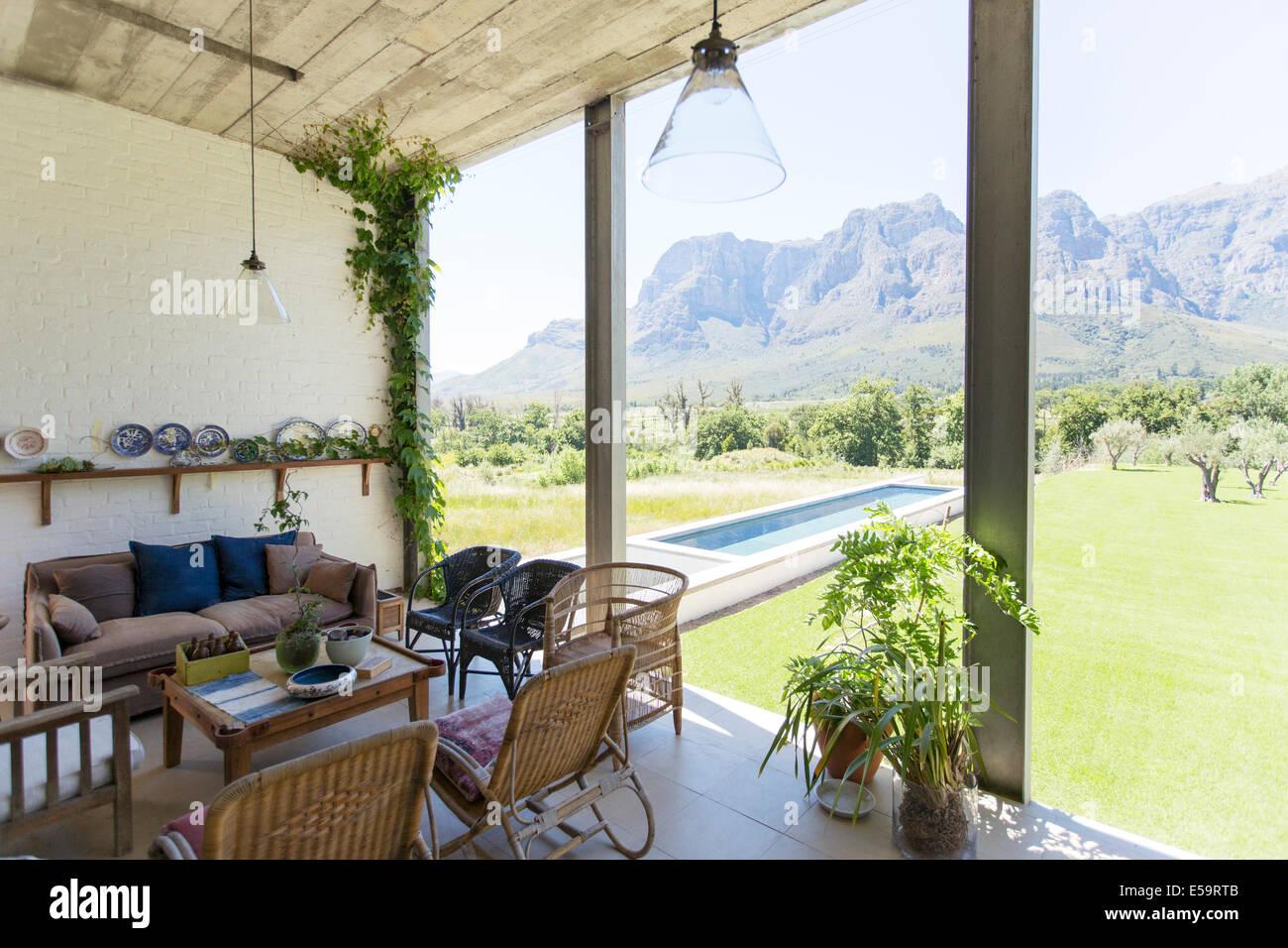 Salon donnant sur jardin et paysage Photo Stock