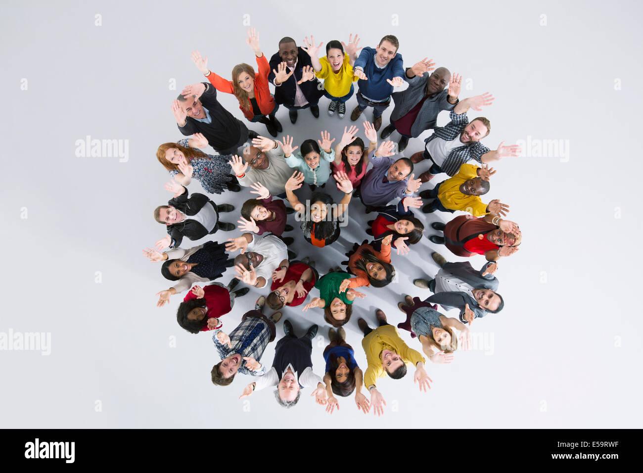 Portrait des gens d'affaires enthousiastes en cercle Photo Stock